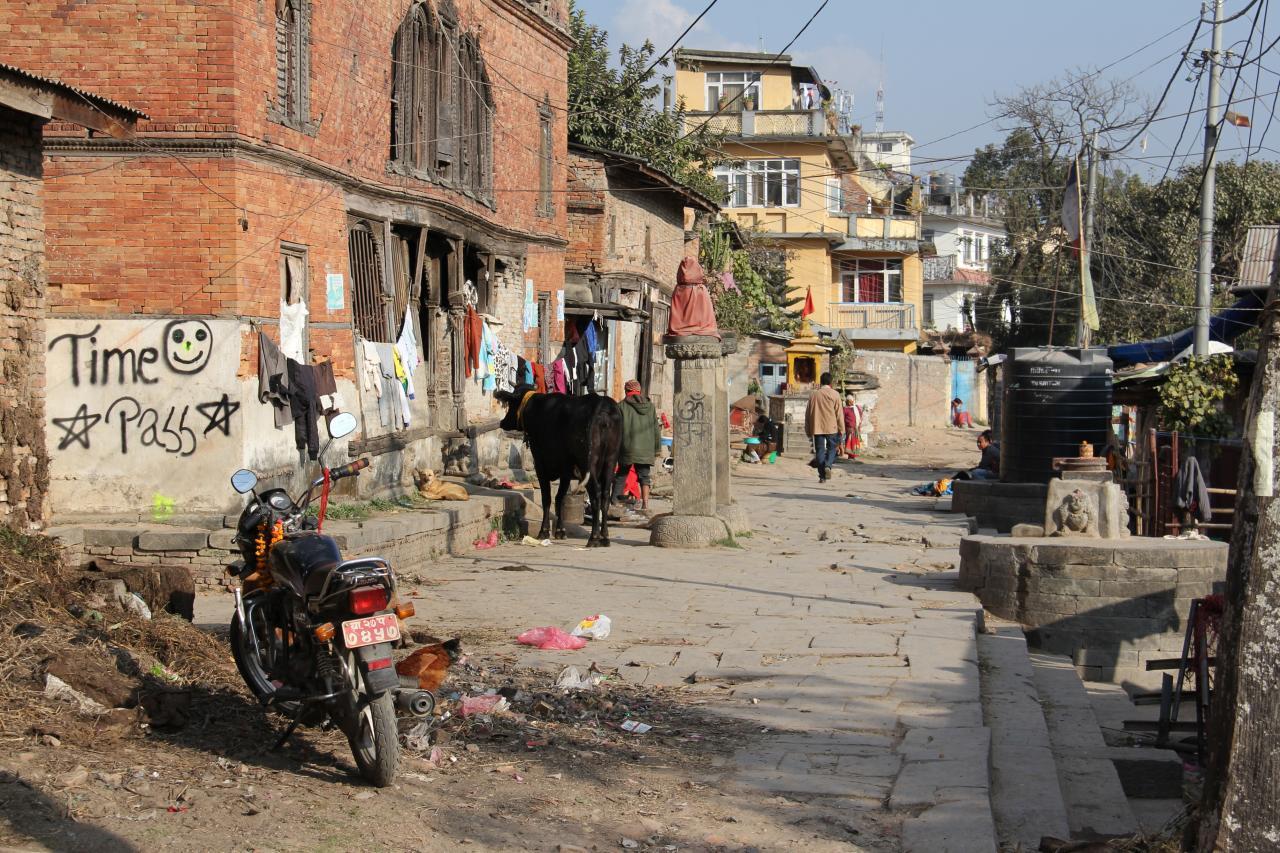 24)kathmandu-quartier pauvre le long de la rivière bagmati